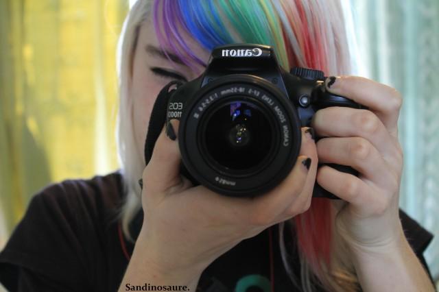 Cette photo date de l'époque où j'avais une frange multicolore, oui oui.